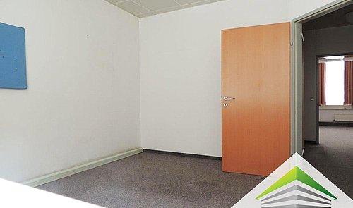 Büroraum-2-im-1.OG