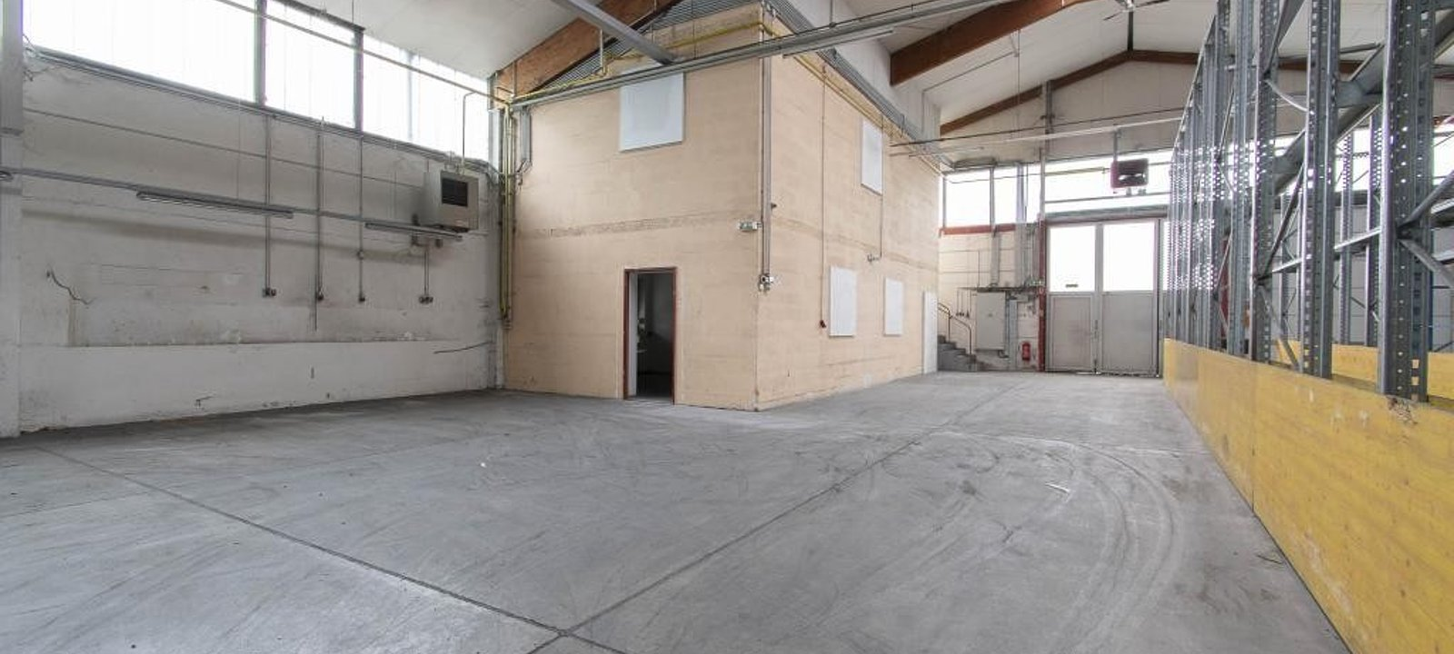 Halle 4a - Bürofläche in der Halle