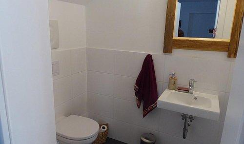 WC Anlage mit Handwaschbecken
